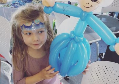princess Elsa and her balloon